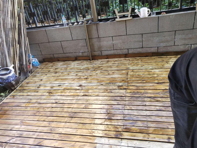 防腐木地板维护